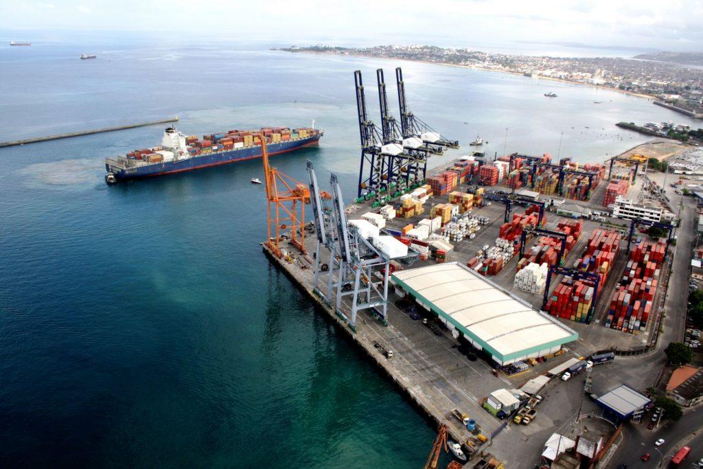 Cais de cargas do porto de Salvador